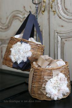 ビター&スィートな大人のカゴバッグ Handmade Bags, Handmade Crafts, Diy And Crafts, Sewing Case, Old Fashioned Recipes, Craft Bags, Basket Bag, Types Of Bag, Basket Decoration