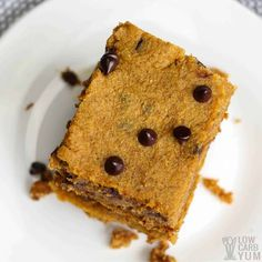 Easy to make low carb gluten free pumpkin bars with chocolate chips that have no sugar added. They're so good even the kids love them. #glutenfree #lowcarb #keto #lowcarbdesserts #ketodesserts #lowcarbrecipes #ketorecipes #weightwatchers #Atkins #pumpkin #pumpkinbars | LowCarbYum.com Chocolate Chip Bars, Pumpkin Chocolate Chips, Chocolate Chip Recipes, Low Carb Desserts, Low Carb Recipes, Dessert Recipes, Gluten Free Pumpkin Bars, Taste Recipe, Low Carb Meal Plan