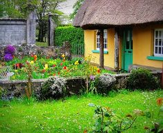 irish-thatched-roof-cottages per-colorado-sands