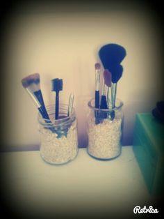Make up brushes inaide oats #DIYDAYS