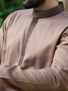 Kurta Pajama Men, Kurta Men, Mens Shalwar Kameez, Pakistani Kurta, Indian Groom Wear, Kurta Style, Groom Outfit, Kurta Designs, Sherwani