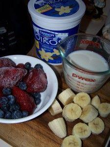 vanilla yogurt strawberries milk honey blueberries bananas  Fruit Smoothie Popsicles 100 3769 225x300