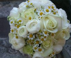 wedding bouquet with daisies  www.georgemackayflowers.com