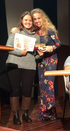 Entrega del primer premio del V Certamen Internacional de poesía Yolanda Sáenz de Tejada, organizado por el ayuntamiento de El Bonillo (Albacete). Un lujazo que lleve mi nombre un certamen limpio como los ojos de un niño donde lo que es grande es el poema que escribe el autor, no su currículum. Covadonga García Fierro, Enhorabuena.