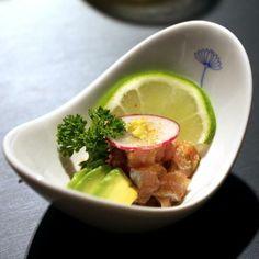 Ceviche de caballa con togarashi y limón en Barcelona.  Matices magistralmente ensamblados. Sofisticación y delicadeza, sin perder la rigurosidad del registro japones. Recomiendo pedir el menú degustación y no la habitual carta de sushis o noodles  http://www.onfan.com/es/especialidades/barcelona/iki-barcelon/ceviche-de-caballa-con-togarashi-y-limon?utm_source=pinterest&utm_medium=web&utm_campaign=referal