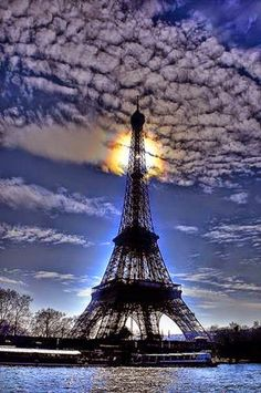 Eiffel Tower Evening, Paris, France   Totaly Outdoors