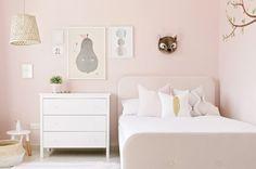 Un dormitorio infantil (nada ñoño) en rosa suave · A bedroom in the perfect shade of pink - Vintage & Chic. Pequeñas historias de decoración · Vintage & Chic. Pequeñas historias de decoración · Blog decoración. Vintage. DIY. Ideas para decorar tu casa