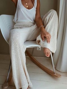 25 Best Online Shopping Sites for Women (updated Cozy cream and white look. Loving these wide leg sweater pants! Great casual look for lounging.Cozy cream and white look. Loving these wide leg sweater pants! Great casual look for lounging. Lounge Outfit, Lounge Wear, Spring Summer Fashion, Spring Outfits, Autumn Fashion, Spring Style, Vintage Fall Fashion, Summer Bar Outfits, Cozy Fall Outfits