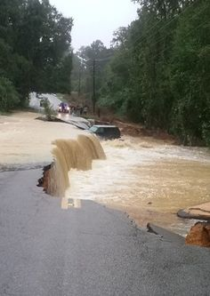 Some of the images coming out of #columbiasc #SCFlood @JimCantore ....unreal scene here as flooding rains continue