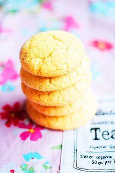 Lunni leipoo: Sitkeät sitruunakeksit Cookie Recipes, Dessert Recipes, A Food, Food And Drink, No Bake Cookies, Baking Cookies, Sweet Recipes, Sweet Tooth, Sweet Treats