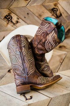 bdf1f7b2af6 1915 Best Boots, Boots & More Boots images in 2019   Cowboy boots ...