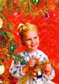 Buon Natale - Une fille souriante tient une boule et une guirlande près du sapin de Noël, fond rouge - 1971 (from http://mercipourlacarte.com/picture?/1409/)