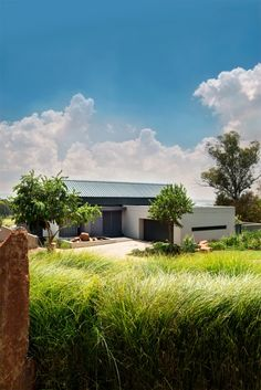 VISI / Articles / South Rand House. The house blends in nicely with the environment.