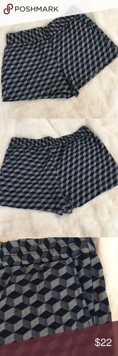"🆕J Crew Diamond Pattern Shorts J Crew blue diamond pattern shorts with elastic waistband and pockets!! Brand new with tags! 98% cotton, 2% elastane. Size 4. Measures: waist 14.5"", rise 10"", inseam 3"". ❌NO TRADES❌NO LOWBALLING❌NO MODELING❌ J. Crew Shorts"