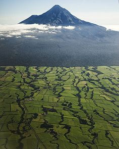 Mount Taranaki (Mount Egmont) on the North Island of New Zealand
