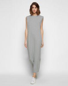 Mididress von EDITED the label im lässig-eleganten Shirt-Stil. Die subtile boxy Shape kann mit einem Taillenband feminin akzentuiert werden.