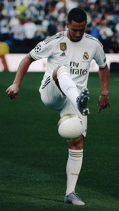 Eden Hazard żongluje podczas prezentacji w Realu Madryt Best Football Players, Soccer Players, Football Soccer, Garth Bale, Eden Hazard Wallpapers, Hazard Real Madrid, Messi Neymar, Eden Hazard Chelsea