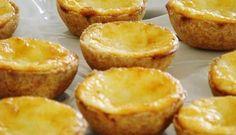EMPADINHAS DE QUEIJO Ingredientes MASSA: 3 chávenasde chá de farinha de trigo 3 colheres de sopa de manteiga 1 gema sal à gosto RECHEIO: 1 copo de leite 250 gramas de queijo parmesão ralado ou 1/2 de queijo minas pequeno 1 colher de sopa de manteiga 2 ovos inteiros Modo de Preparação: MASSA: Coloque em … Best Food Ever, Empanadas, Gluten, Pasta, Cheesecake, Good Food, Chips, Food And Drink, Bread