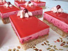 Puolukkamousseleivokset kinuskiyllätyksellä - Onnelin pikku keittiö - Vuodatus.net Dessert Recipes, Desserts, Sweets, Baking, God, Tailgate Desserts, Sweet Pastries, Bread Making, Deserts