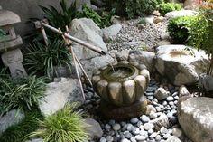 fuente de agua rodeada con piedras en el jardin zen ideas