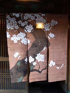 Fold rich beautiful colors, sophisticated matters, – Oriental curtains bring the flair of the East in the H Japanese Shop, Japanese House, Japanese Culture, Japanese Art, Japan Design, Japanese Textiles, Japanese Fabric, Noren Curtains, Spring Painting