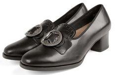 Beltestakk fra Telemark - BunadRosen AS Traditional Fashion, Oxford Shoes, Vest, Beige, Women, Oxford Shoe, Women's, Vest Outfits, Oxfords