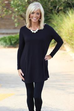 Our Tried & True Piko Style Tunic is the perfect addition to your wardrobe to pa. Our Tried & True Piko Style Tunic is the perfect addition to your wardrobe to pair with all your leggings, skinny jeans, pants and capris. Medium Hair Cuts, Medium Hair Styles, Curly Hair Styles, Medium Length Hair With Layers And Side Bangs, Medium Fine Hair, Medium Cut, Trendy Clothes For Women, Trendy Outfits, Trendy Clothing