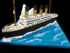 A Titanic cake, by Jane Asher (I think this one is totally doable). :}