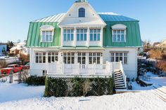 This stunning villa in Jönköping is best at Hemnet right now - House & Home House Entrance, Home Fashion, House Ideas, Villa, Mansions, House Styles, Building, Sweden, Houses