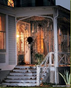 Really cool front porch Halloween decorating idea!
