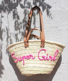 Panier de plage en rose pour une Super Girl…  Commandez le vôtre en cliquant ici .