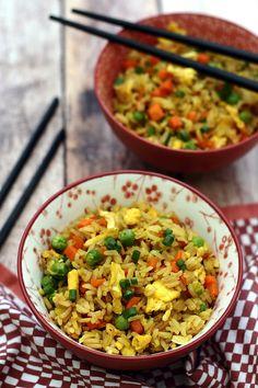 Riz sauté à la thaï (Khao Pad Kaï) - Amandine Cooking Easy Rice Recipes, Healthy Dinner Recipes, Asian Recipes, Ethnic Recipes, Thai Stir Fry, Stir Fry Rice, Vegetarian Appetizers, Vegetarian Recipes, Thai Fried Rice