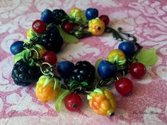 Bracelet with cloudberries Bracelet with blackberries by Amfetrita