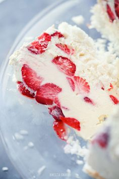 Yogurt ice cream cake with strawberries and white chocolate