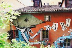 Passeando por #Bologna a gente se encanta com cada detalhe da cidade, ainda mais quando aparecem paredes assim - Instagram by vontadedeviajar