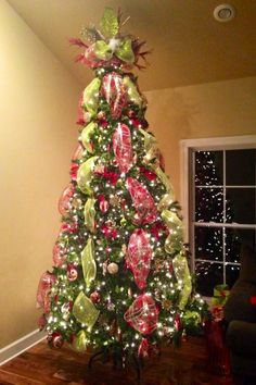 20 awesome christmas tree decorating ideas - Mesh For Christmas Tree Decorating