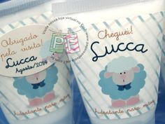 Uma lembrancinha de maternidade bonita e útil: hidratante para as mãos em embalagem personalizada. Temos também álcool gel e sabonete líquido.
