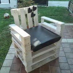 pallet small sofa Ideas for your garden Pallet Patio Furniture, Pallet Sofa, Furniture Plans, Outdoor Furniture Sets, Outdoor Chairs, Outdoor Pallet, Outdoor Decor, Small Sofa, Rack Shelf