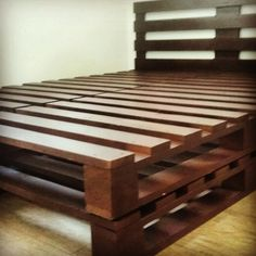 80 Creative Pallet Recycling Ideas and Plans - AmigurumiHouse Pallet Bed Frames, Diy Pallet Bed, Pallet House, Wooden Pallet Furniture, Home Furniture, Pallette Furniture, Diy Platform Bed, House Beds, Room Decor