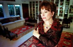 De Gentse Universiteit reikt een eredoctoraat uit aan de Chileense succesauteur Isabel Allende. Ook dirigent Philippe Herreweghe, Nobelprijswinnaar profess...