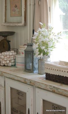 Love the countertop in this kitchen - farmhouse style