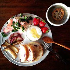 Today's breakfast. Lotus root soup. 昨日38.7度まで上がった熱は今朝は37.3度まで下がりひとまずホッ。まだ咳が出るから、トロトロのレンコンスープ。 - @keiyamazaki- #webstagram