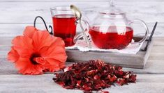 Drinking tea can improve your health. Any kind of tea is good for you, but today we will see the health benefits of drinking hibiscus tea. This healthy tea Hibiscus Tea, Hibiscus Flowers, Fittness, Bebidas Detox, Tea Recipes, Kraut, Fresh Herbs, Drinking Tea, Weight Loss Diets