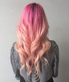 hair inspiration pink 35 Lovely Pink Hair Colors To Inspire Your Next Dye Job hot and bright color dye, charming pink hair, hair color, pink hairstyles Hot Pink Hair, Peach Hair, Hair Color Pink, Cool Hair Color, Hair Colors, Nails Yellow, Arctic Fox Hair Color, Bright Hair, Coloured Hair