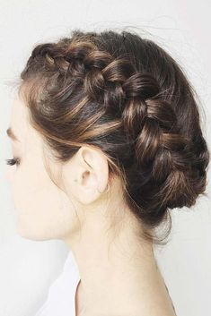 French braid hairstyles have been the age-old coiffure. Little women adore it, youngsters discover it stylish, and plenty of grownup girls can nonetheless pull the braid coiffure off. On this article, Updos For Medium Length Hair, Braids For Short Hair, Braided Hairstyles For Wedding, Box Braids Hairstyles, Hairstyle Ideas, Bridal Hairstyle, Updo Hairstyle, Hairstyles Haircuts, French Hairstyles