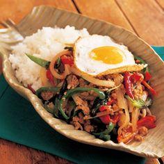 タイ風ひき肉のバジル炒めご飯