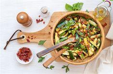 Cuketový salát se sušenými rajčaty a šunkou Whole 30, Lchf, Pasta Salad, Low Carb, Ethnic Recipes, Fit, Crab Pasta Salad, Whole30, Shape