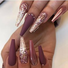 46 Elegant Acrylic Ombre Burgundy Coffin Nails Design For Short And Long Nails - Page 2 of 46 - The most beautiful nail designs Gold Acrylic Nails, Mauve Nails, Rose Gold Nails, Burgundy Nails, Ombre Burgundy, Stiletto Nails Glitter, Burgundy Nail Designs, Long Nail Designs, Nail Art Designs