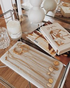 home decor signs Dainty Jewelry, Cute Jewelry, Gold Jewelry, Jewelry Box, Jewelry Accessories, Fashion Accessories, Jewelry Design, Easy Style, Beige Aesthetic