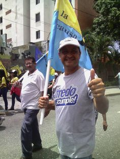 Terminada la jornada en la Pza. Macario Yepez de Barquisimeto, acordamos quedarnos a esperar uno de los autobuses que fueron asaltados en la Victoria por los delincuentes a sueldo de la dictadura de Nicolás Maduro. Les confieso que lo vivido por los 60 compañeros o más, escapa de lo imaginable.</p>
